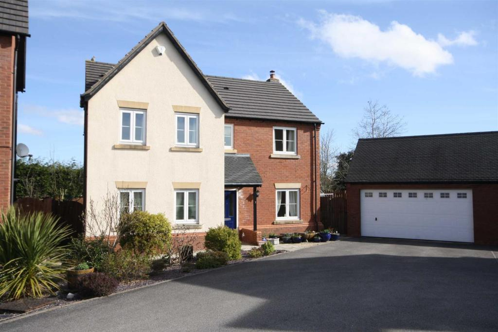 4 bedroom detached house for sale in with 3 receptions 2 for Detached garage for sale