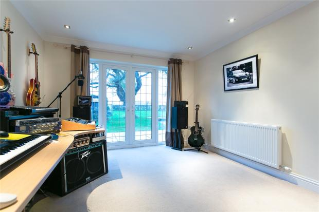 4th Bed/Music Room