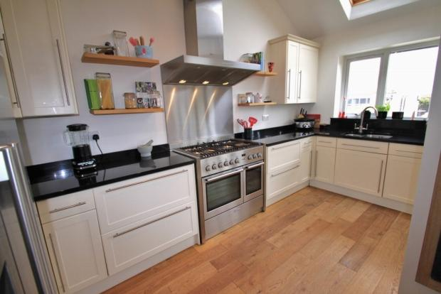 3 bedroom semi detached house for sale in brighouse hd6 for Kitchen ideas rightmove