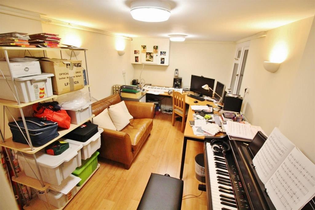 cellar/study