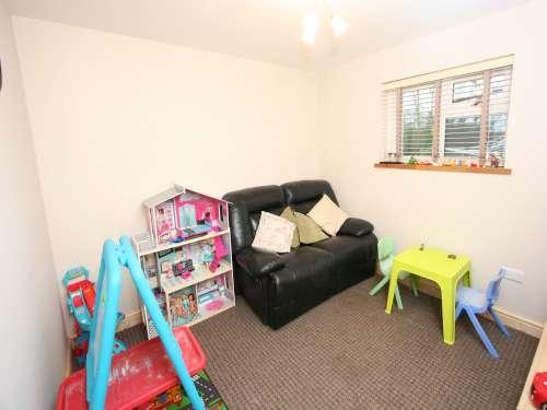 Bed 3 / Playroom