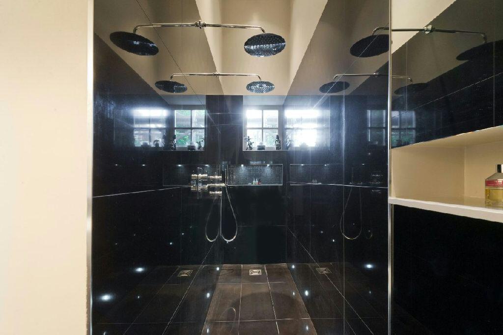 En-Suite Bathroom vi
