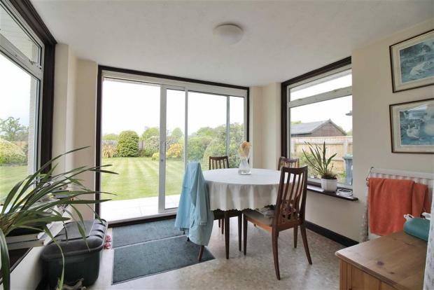 3 bedroom detached bungalow for sale in highcliffe bh23 for Detached sunroom