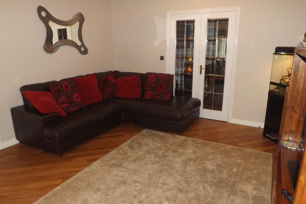 Lounge through to di