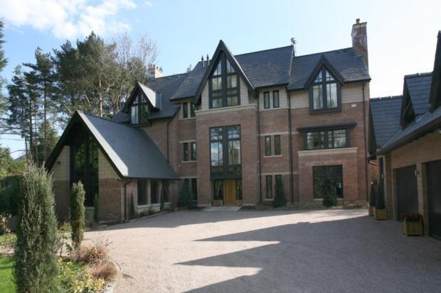 5 bedroom detached house for sale in collar house drive