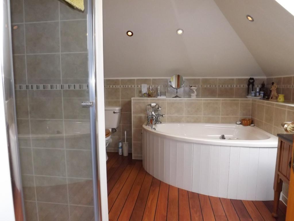 Bathroom Bath/Shower