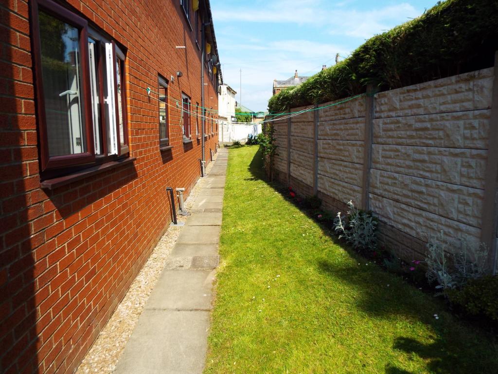 Side communal garden
