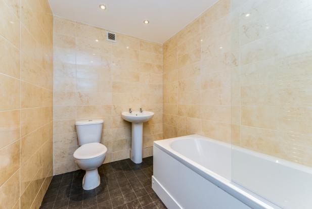 Bathroom (Flat 1)