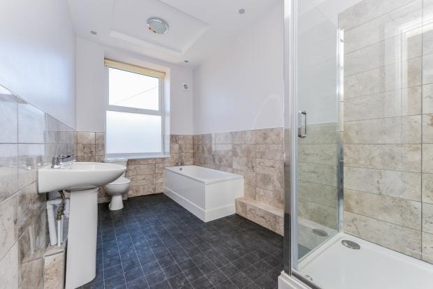 Bathroom (Flat 2)