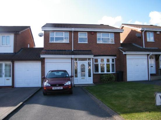 4 Bedroom Link Detached House For Sale In Whittleford Grove Castle Bromwich Birmingham B36