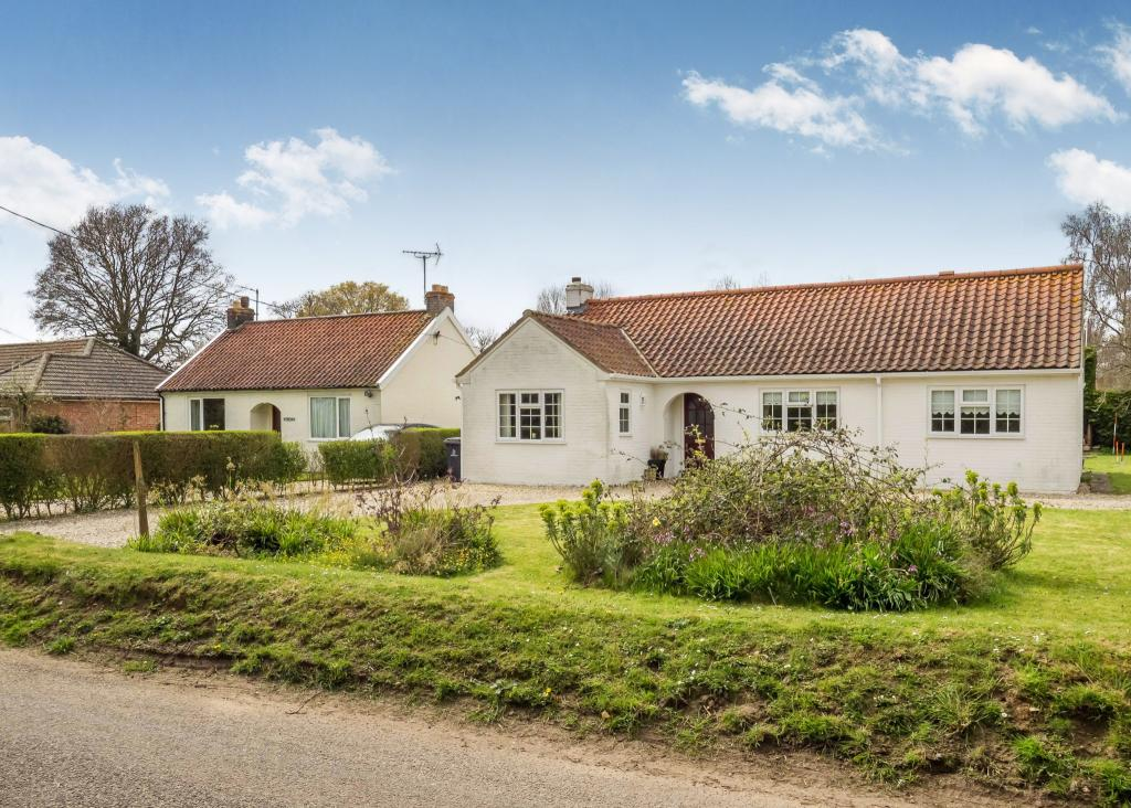 3 Bedroom Bungalow For Sale In Whissonsett Road Colkirk Fakenham Norfolk Nr21