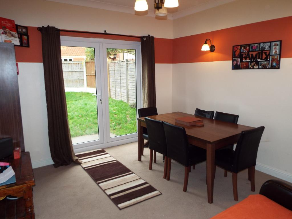House for sale in lampern crescent billericay essex cm12 for Dining room 10 x 11