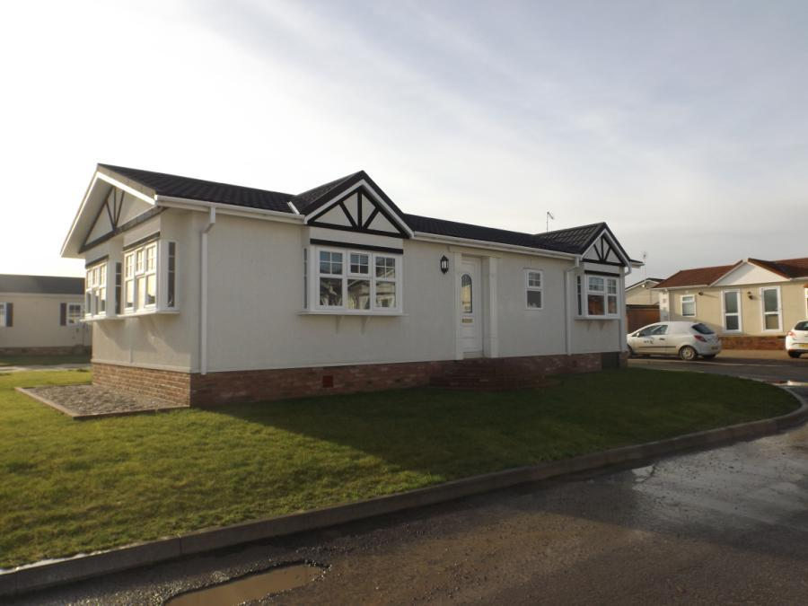 2 Bedroom Mobile Home For Sale In Hayes Chase Battlesbridge Wickford Essex Ss11