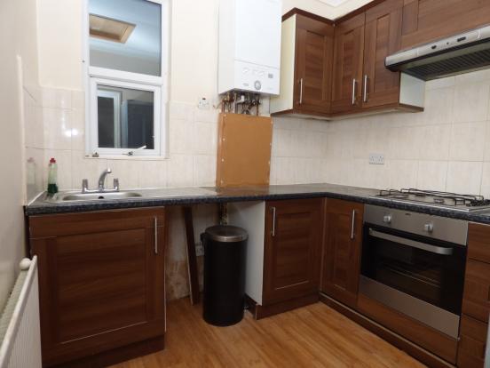 2 Bedroom Flat For Sale In Burdett Avenue Westcliff On Sea Essex England Ss0