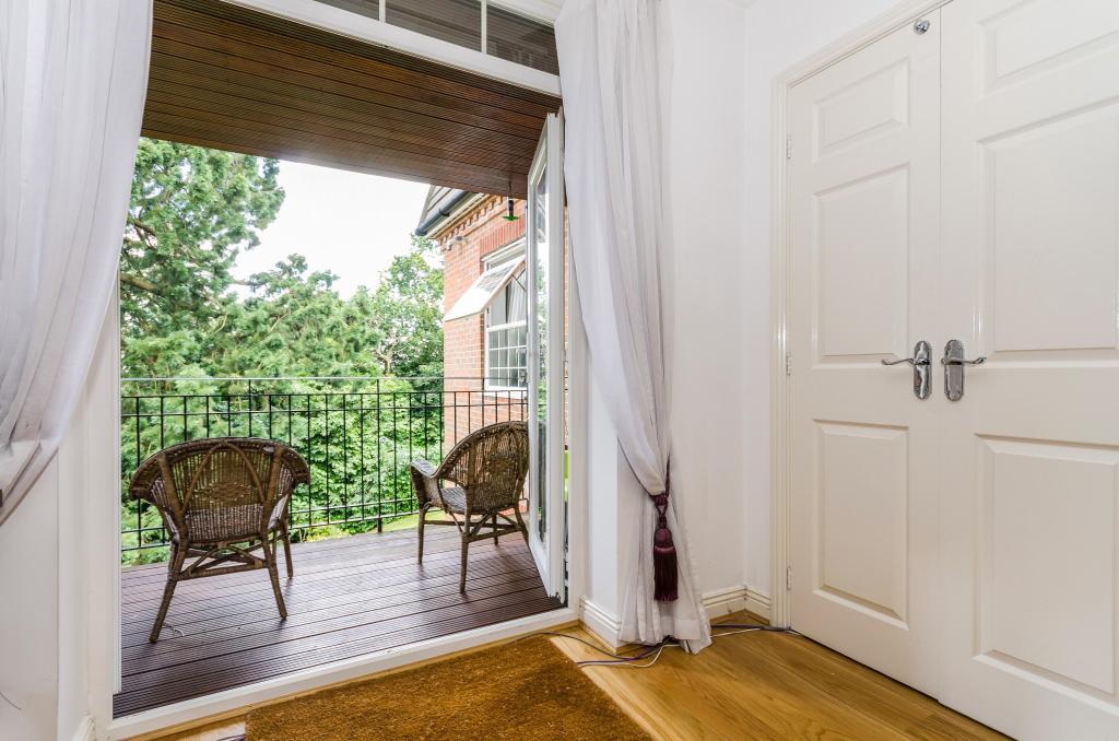 Bedroom 2/Balcony 2