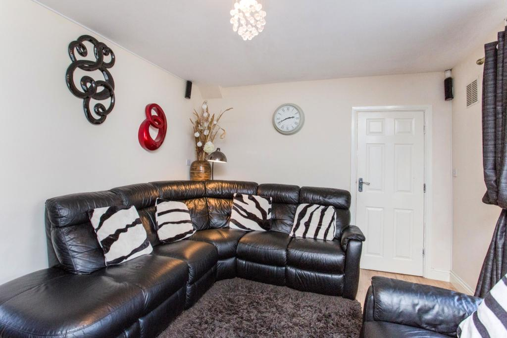 3 bedroom end of terrace house for sale in amesbury circus for Living room nottingham