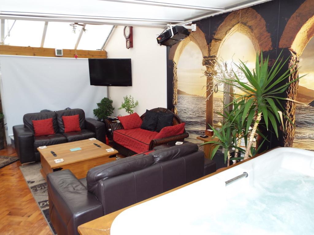 Garage/summer house