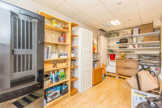 Garage/office