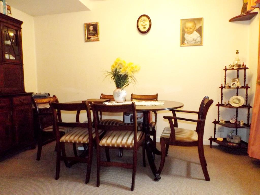 Bedroom 2 / Dining R