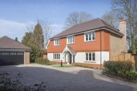 5 bedroom Detached home in Hawks Hill Close...