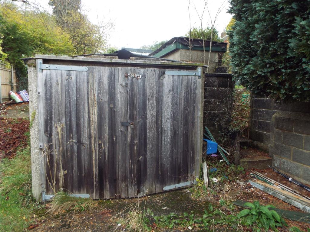 Garage (delapidated)