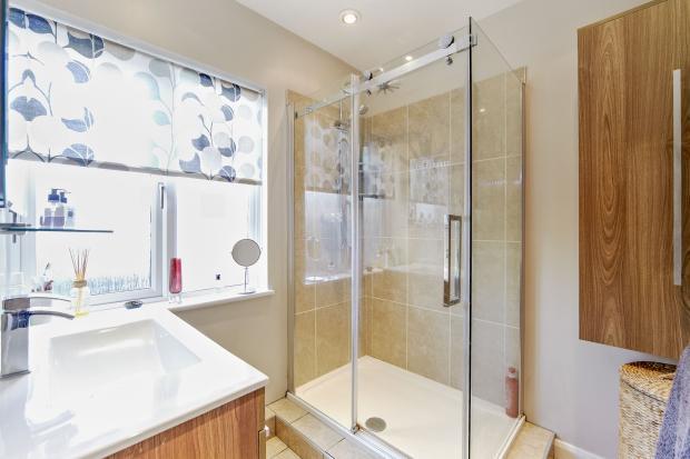 Downstiars shower ro