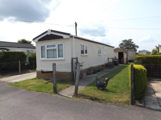 Bedroom Mobile Home For Sale In Whelpley Hill Park Whelpley Hill