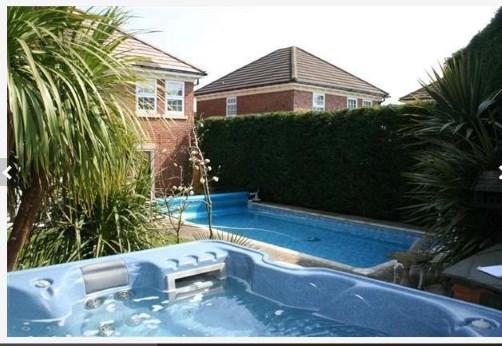 Swimming Pool & Hot