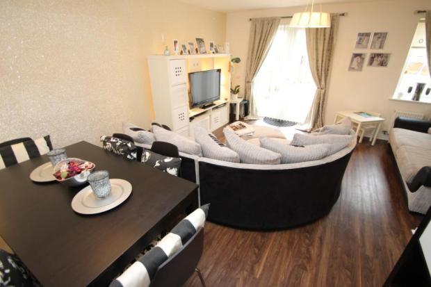 Lounge/Dining Area