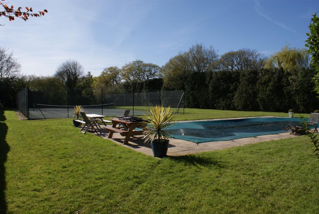 Swimming Pool and Te