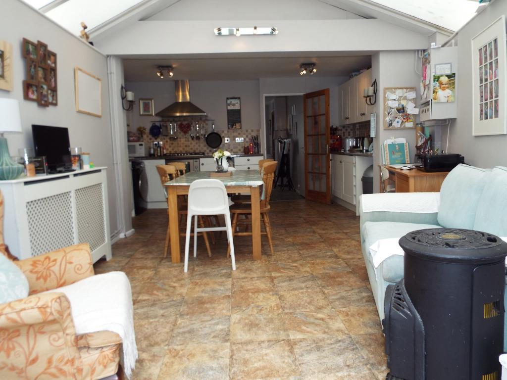 Family/kitchen/dinin