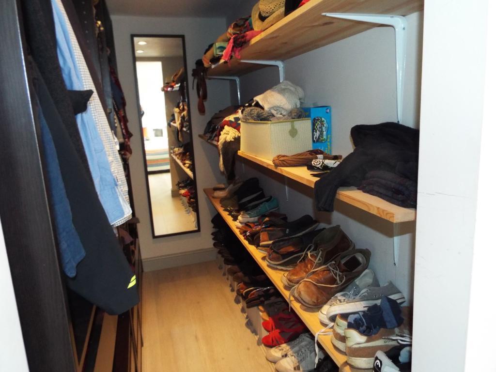 Walk in wardrobe fro