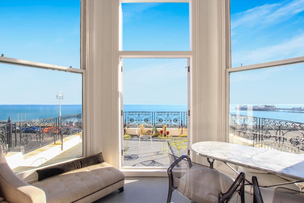 Living room - sea vi