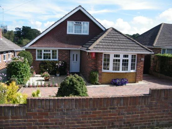 3 bedroom bungalow for sale in hollybank hythe so45 for Chalet bungalow designs