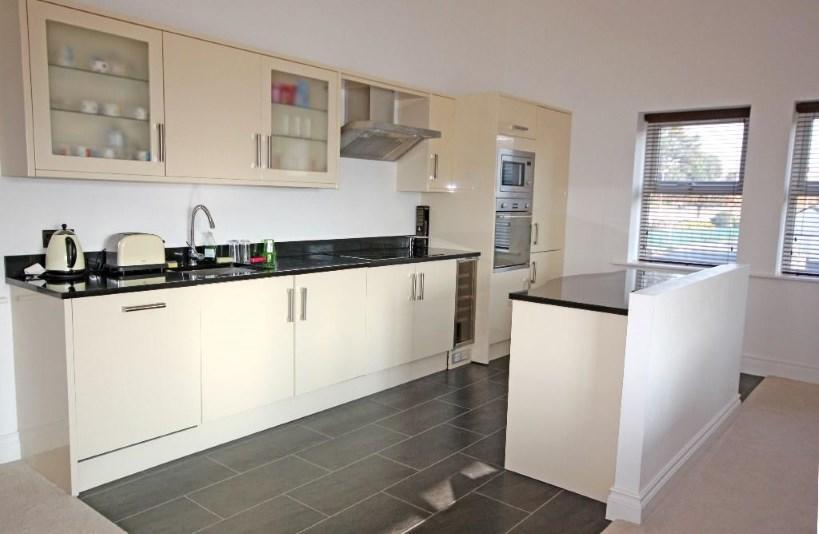 Open-plan Kitchen/Di