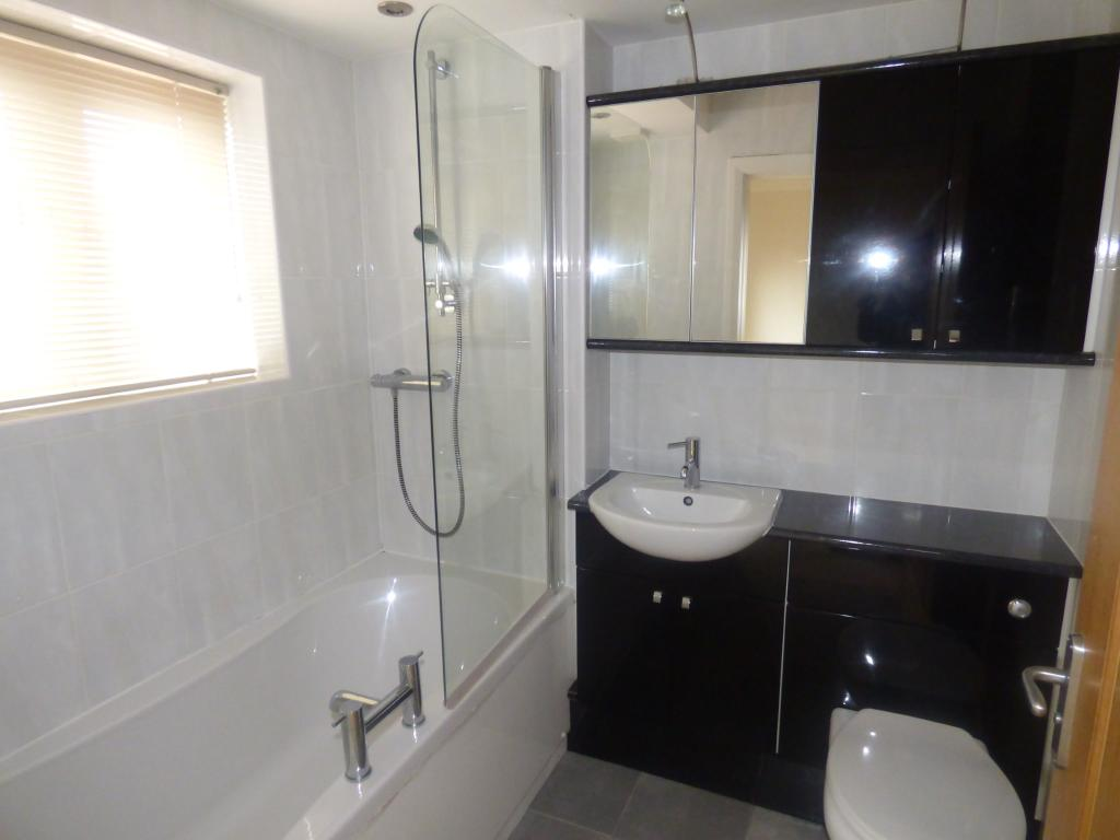 En-suite Bathroom Ro