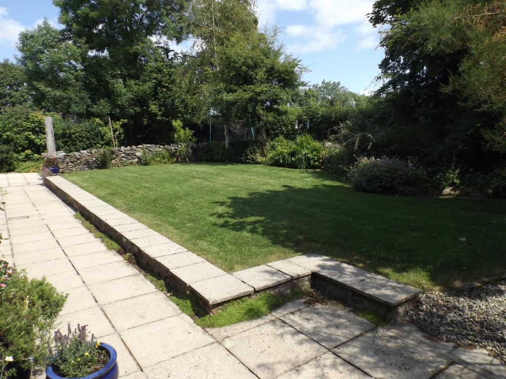 front garden to hous
