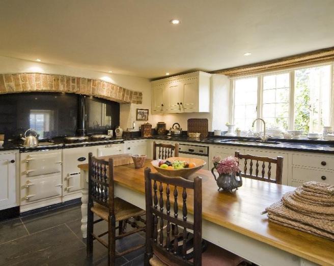 Farmhouse kitchen rustic design ideas photos for Country kitchen flooring