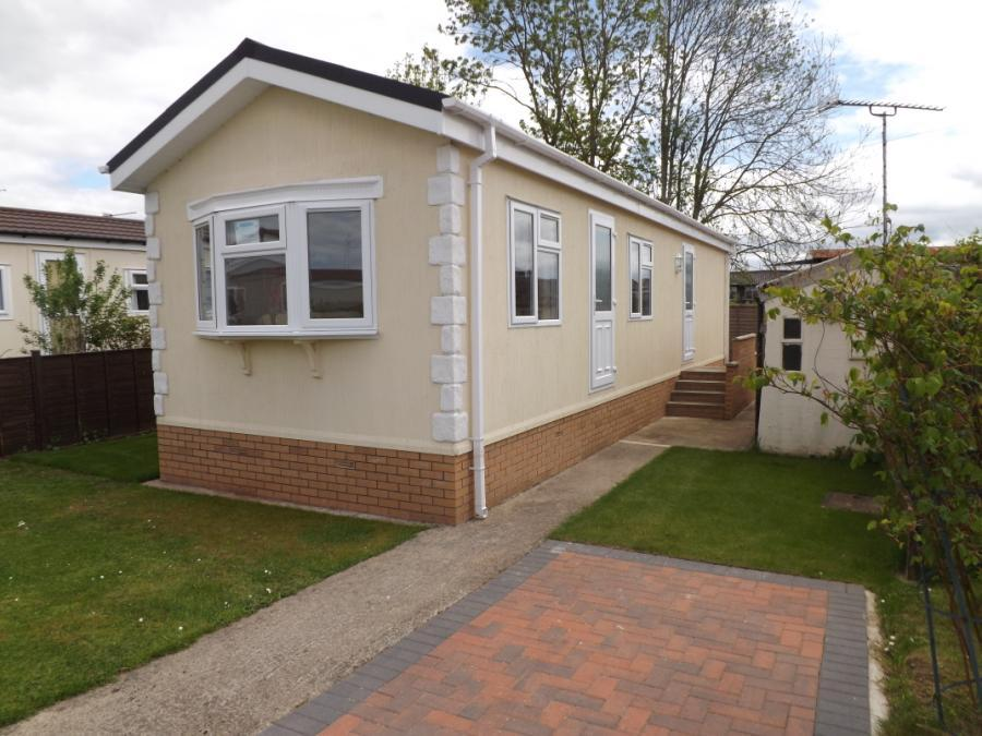 2 Bedroom Mobile Home For Sale In Berkeley Vale Park Berkeley Gloucestershire Gl13