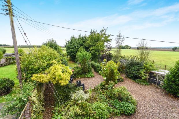 rear garden/countrys