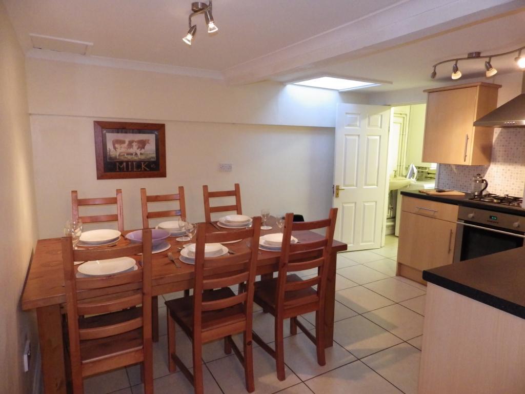 Flat 2, Kitchen/ Din