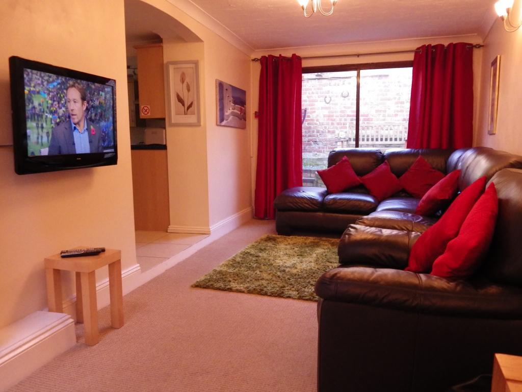 Flat 2, Living Room