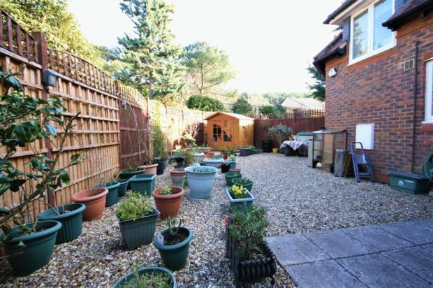 2 bedroom end of terrace house for sale in catherine wheel for Garden maintenance christchurch