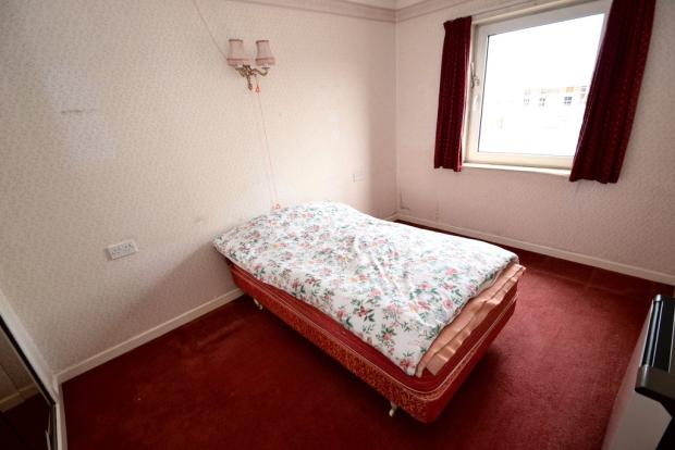 Double bedroom (r...