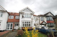 semi detached property to rent in South Woodford, E18
