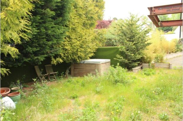3 Bedroom Chalet For Sale In Thwaite Road Coy Pond Bh12