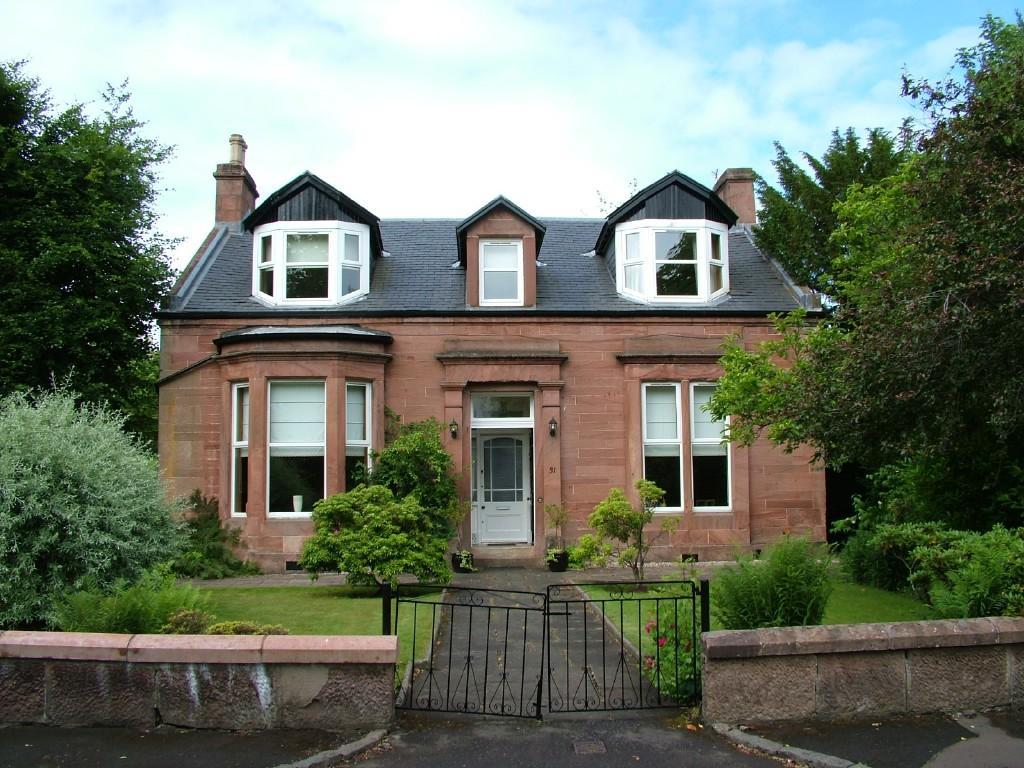 4 Bedroom Detached House For Sale In Douglas Gardens