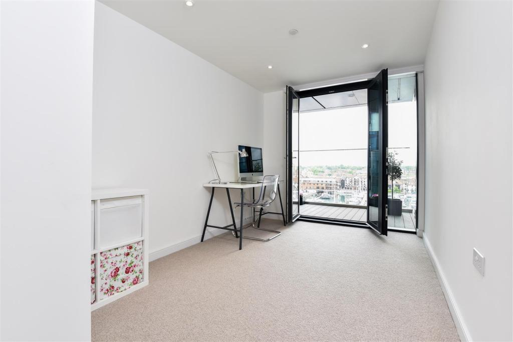 2 bedroom flat for sale in ocean way ocean village southampton so14 - Home plans prairie style space as far as the eye can see ...