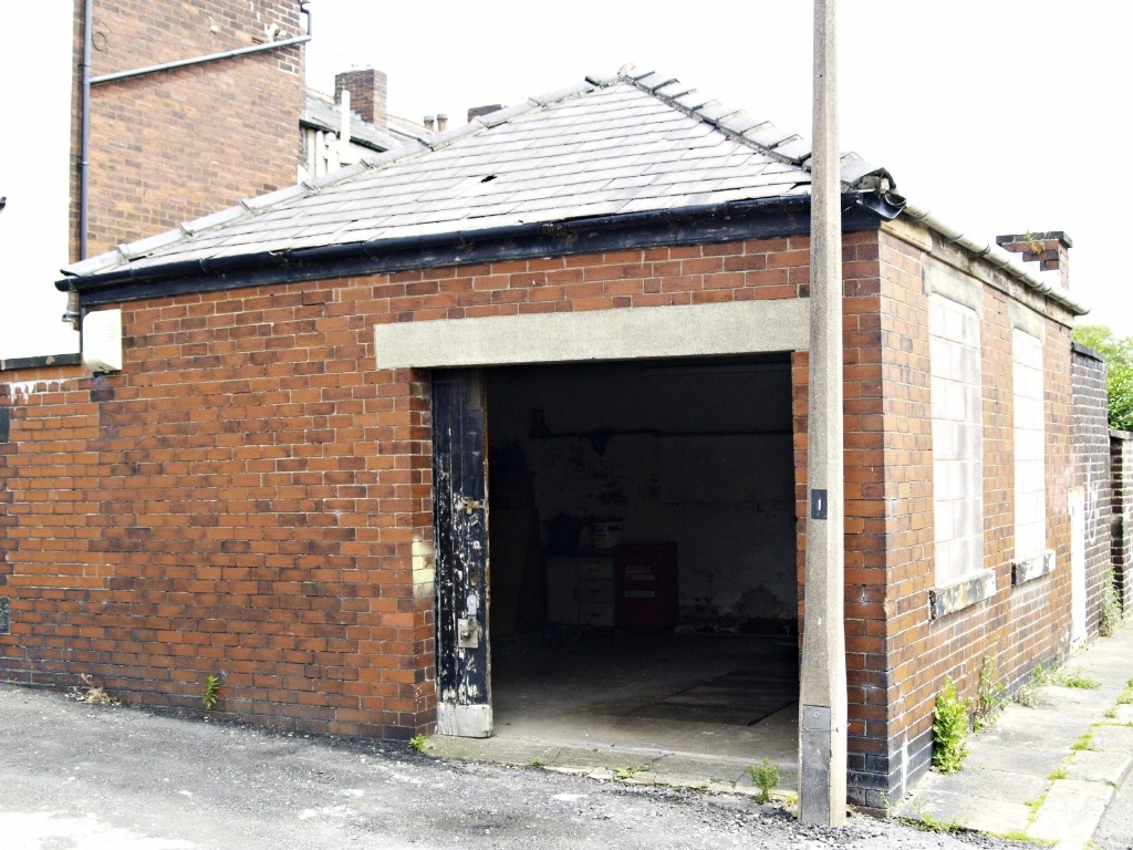 Garage To Rent In Garage To Rear Of Bolton Road Bury