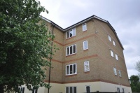 Apartment to rent in Longfield Drive, Mitcham...